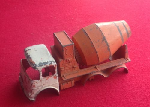 Matchbox Lesney King Size - Original - Ready-Mix Concrete Truck K-13 ( Body Shell and mixer )